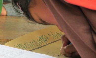 Quechua girl writes